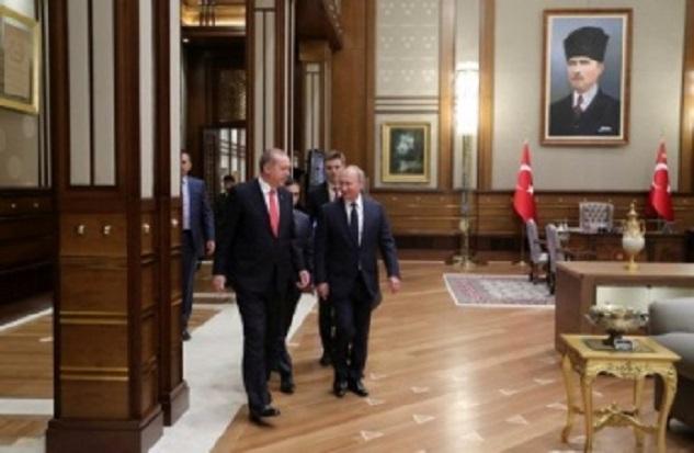 Σε φιλικότερες στιγμές: Πούτιν και Ερντογάν στο Προεδρικό Ανάκτορο της Αγκύρας, τον Σεπτέμβριο του 2017.